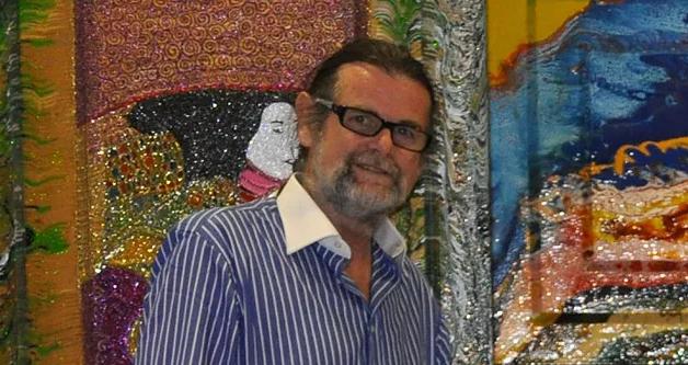 Il maestro Miro Persolja durante un vernissage.